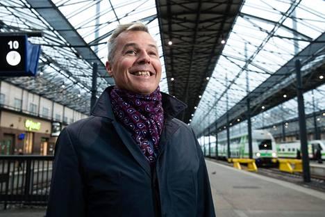 """Ruotsin valtion rautatieyhtiön SJ:n toimitusjohtajan Crister Fritzsonin mukaan Ruotsin rautateillä ei ole koskaan ollut näin paljon matkustajia, eivätkä lippujen hinnat ole olleet näin edullisia. """"Viime vuonna SJ:n matkustajamäärät kasvoivat seitsemän prosenttia."""""""
