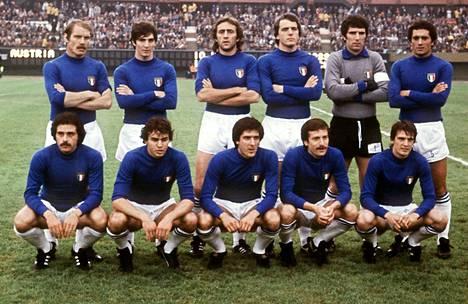 Paolo Rossi (takarivi 2. vas.) oli mukana jo vuoden 1978 MM-kisoissa. Neljä vuotta myöhemmin hänet valittiin lopputurnauksen parhaaksi pelaajaksi.