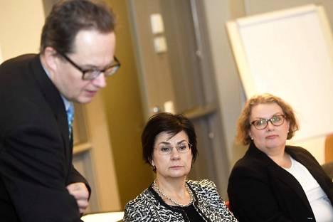 Opetus- ja kulttuuriministeriön kansliapäällikkö Anita Lehikoinen (kesk.), ammatillisen koulutuksen osaston ylijohtaja Mika Tammilehto ja Opetushallituksen ammatillisen osaamisen yksikön päällikkö Kati Lounema esittelivät uudistunutta ammatillista koulutusta Helsingissä 11. joulukuuta 2018.