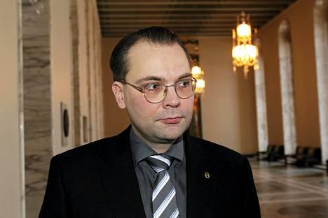 Eduskunnan puolustusvaliokunnan puheenjohtaja Jussi Niinistö.