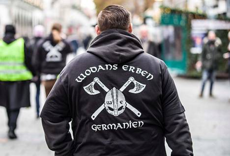 Wodans Erben -niminen saksalaisryhmä toimi aikaisemmin Soldiers of Odinin nimellä. Kuvassa ryhmän jäsen Münchenissä joulukuussa 2018.