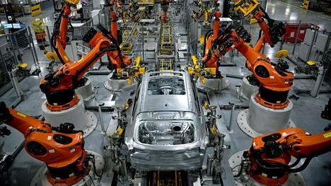 Autot | Sirupula piinaa autonvalmistajia, mutta BMW piti näkymät ennallaan – pandemian väistyessä kysyntä kasvaa kohisten