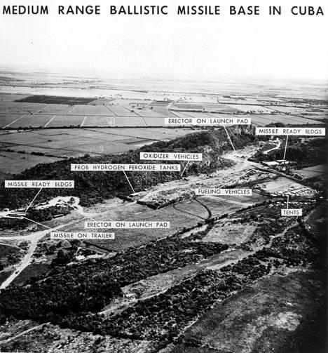 Yhdysvaltain tiedustelun ottama kuva paljastaa NL:n ballististen ohjusten laukaisualueen Kuubassa lokakuussa 1962. NL veti lopuksi ohjuksensa Kuubasta.