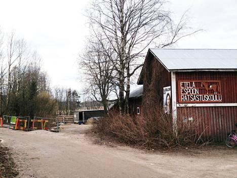 Etelä-Espoon ratsastuskoulu sijaitsee Matinkylässä.