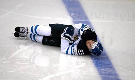 Pekka Jormakka makasi jäällä tajuttomana neljä minuuttia Vadim Šipatševin taklauksen jälkeen.