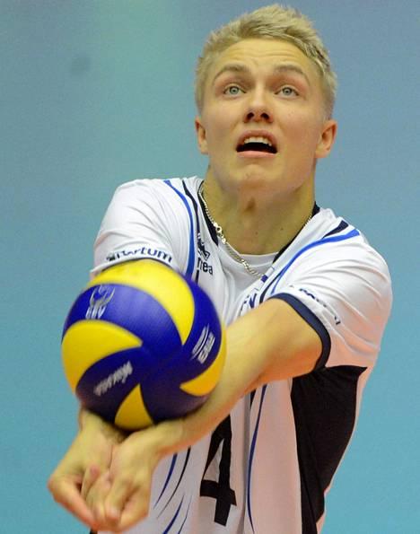 Libero Lauri Kerminen on yksi lentopallomaajoukkueen avainpelaajista.