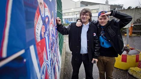 Teukka Ulander (vas.) ja Ville Galle suunnittelivat aikoinaan rap-konserttia. Galle on pelannut Ulanderin johtamassa Bewessä.