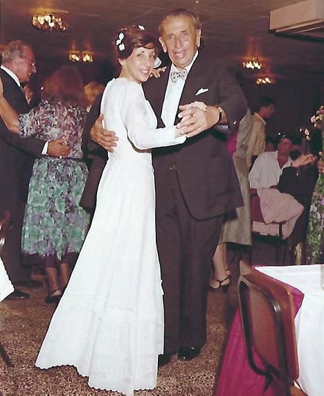 Isä Georg Kollmann vei tyttärensä Orna Kollmann-Grinbergin tanssiin tämän häissä huhtikuussa 1981. Se oli ainoa päivä, kun Orna muistaa isänsä itkeneen julkisesti.