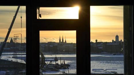 Helsingin apulaiskaupunginjohtaja Anni Sinnemäen (vihr) mielestä Helsinki tarvitsee hitas-asuntoja etenkin Kalasataman, Kruunuvuorenrannan ja Jätkäsaaren kaltaisilla uusilla asuinalueilla. Kuvassa näkymä Kalasatamassa sijaitsevan hitas-asunnon ikkunasta.