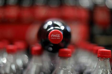 Coca Cola -pulloja supermarketissa Mouansissa Ranskassa.