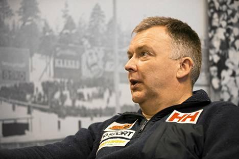 Suomen päävalmentaja Reijo Jylhä suhtautui tyynesti voiteluhankaluuksiin.