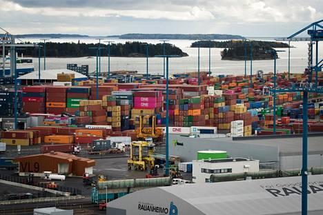 Vuosaareen satama Helsingissä on Suomen rajat ylittävän konttiliikenteen keskus.