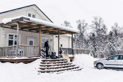 Haaparannassa asuvan Hanna Kunnarin pihalta näkee Suomeen.