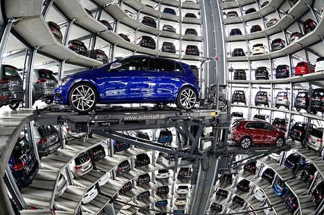 Volkswagen haluaa dieselautojaan pois Saksan teiltä. Kuva Volkswagenin Wolfsburgin-tehtaalta.