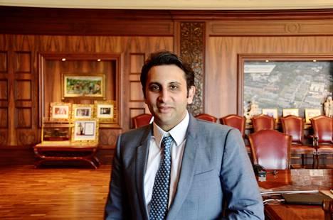 Toimitusjohtaja Adar Poonawalla Serum Institute of Indian pääkonttorin kokoushuoneessa Punessa.