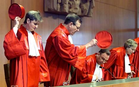 Saksan perustuslakituomioistuin kokouksessa vuonna 2001