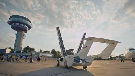 Lentävän auton prototyypin kehittäminen on kestänyt noin kaksi vuotta. Sen kustannukset ovat noin puolitoista miljoonaa euroa.