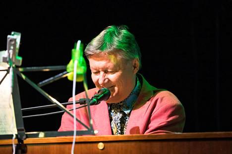 Kevään kiertueella Wigwam Revisitedin solistina toimii urkuri Jukka Gustavson.