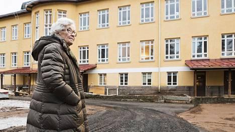 Oulun Joulumerkkikodin talossa on nyt päiväkoti. Liisa Kauppista pyydetään usein päiväkotiin vierailulle.