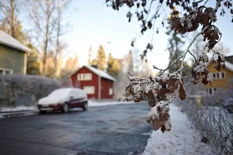 Lumipeitettä Helsingissä 20. marraskuuta.