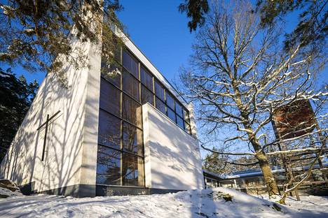 Turussa suunnitellaan Pekka Pitkäsen piirtämän Hirvensalon kirkon purkamista. Arkkitehtuurin tuntijoiden mielestä se on väärä ratkaisu.