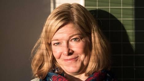 Tiina Nikulainen on ollut nykyisessä opettajan tehtävässään 15 vuotta. Hänen mukaansa nuoret eivät ole muuttuneet, mutta asenteet ovat.