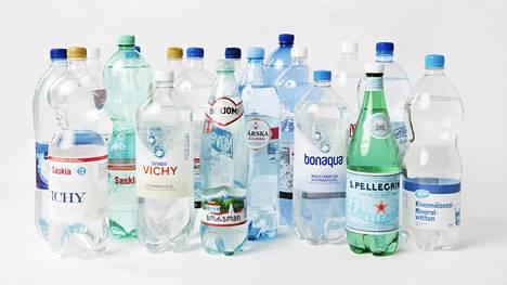 Kehoomme kulkeutuu jatkuvasti mikromuovin palasia muun muassa muovipulloista.