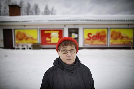 """""""Vanhukset olivat ihan šokissa, melkein olisi pitänyt kriisiapua antaa"""", Seija Talaskivi kuvailee tunnelmia, kun tieto kaupan lakkauttamisesta saapui."""