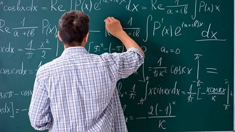 Matematiikan osaajat pärjäävät paremmin päättelytehtävissä.