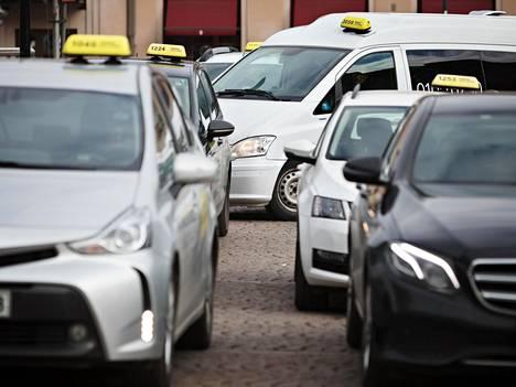 Asiakas ja kuljettaja ovat taksimatkalla lähikontaktissa, joten korona-altistus on teoriassa mahdollinen.