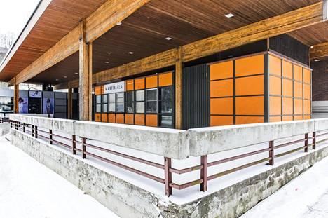 Kuohukujan ostoskeskus sijaitsee Uomatien varrella Myyrmäen pohjoisosassa. Sen on suunnitellut arkkitehti Ilpo Hälvä.