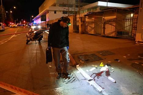Israelilaispoliisi tutkii tapahtumapaikkaa Jerusalemissa.