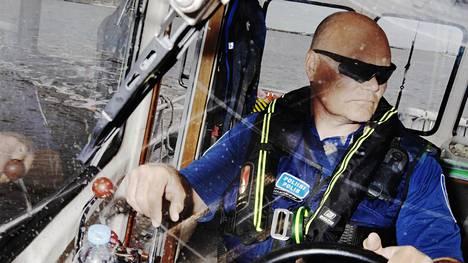 Helsingin venepoliisin esimies, ylikonstaapeli Jarmo Niininen on työskennellyt venepoliisissa noin kolmekymmentä vuotta.