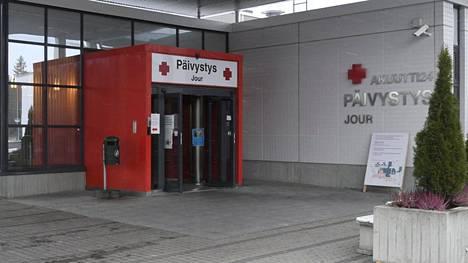 Päijät-Hämeen keskussairaalan päivystyksen sisäänkäynti Lahdessa. Virusepidemia painottuu alueella Lahteen.