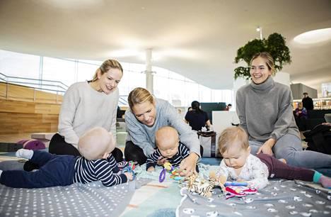 Linda Luoto, Reeta Hammaren-Sihvola ja Sari Solja tapaavat toisiaan usein Oodissa yhdessä puolivuotiaiden vauvojensa Martinin, Samuelin ja Gitan kanssa.