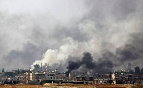 Savu kohosi rajakaupunki Ras al-Ainin taivaalle Syyriassa keskiviikkona.