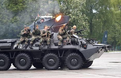 Kaliningradissa järjestettiin viime lauantaina paraati, jolla juhlistettiin Venäjän laivaston 316. vuosijuhlaa Baltijskissa.