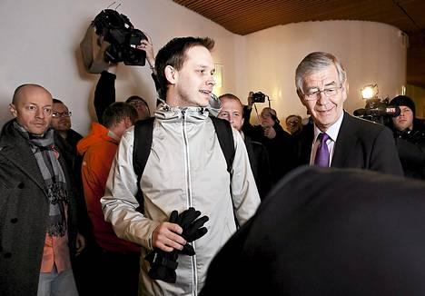Vuoden 2009 historiallisen oikeudenkäynnin aikaan Peter Sundea odotti Tukholman oikeustalolla kannattajien, lakimiesten ja lehdistön tungos.