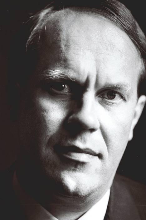 Jorma Ollila arvostelee työkavereitaan, mutta kehuu ensin vuolaasti. Kuva vuodelta 1992, jolloin hän siirtyi toimitusjohtajaksi.