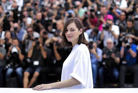 Ranskalaisnäyttelijä Marion Cotillard oli Cannesin avajaispäivän valovoimaisin tähti. Hän näyttelee naista, joka kummittelee puolisolleen.