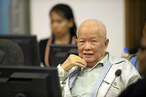 Punakhmeerien entinen presidentti Khie Samphan oikeustalolla Kambodzassa.