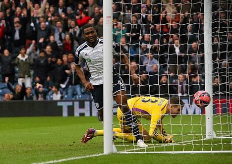 Brown Ideye (vas.) iski kaksi maalia Adrianin taakse cupin pelissä.