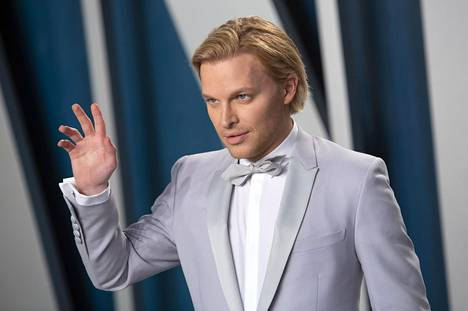 Toimittaja Ronan Farrow osallistui Vanity Fair -lehden Oscar-juhliin Wallis Annenberg -keskuksessa helmikuussa 2020.