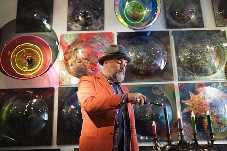 Taiteilija Harri Kivi on päättänyt lopettaa uransa.