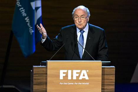 Sepp Blatter haluaa jatkokaudelle Fifan johdossa.
