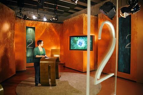 Kuuluttaja Terhi Viianen työssään TV-kakkosen studiolla Tohlopissa Tampereella maaliskuussa 2010.