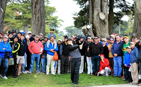 Yleisö ihaili Rory McIlroyn lyöntia Harding Parkin kentällä San Franciscossa.