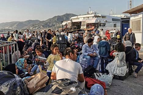 Pakolaisia Mytilenen satamassa Kreikkaan kuuluvan Lesboksen saarella 2. syyskuuta.