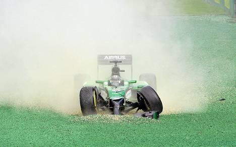 Caterhamin Kamui Kobayashin kisa päättyi Melbournen kisassa jo avausmutkaan.