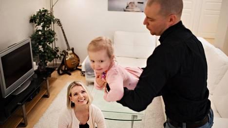 Rankkojen vastoinkäymisten jälkeen Tirsa ja Niklas Valrosilla on nyt kolmi vuotias tytär.